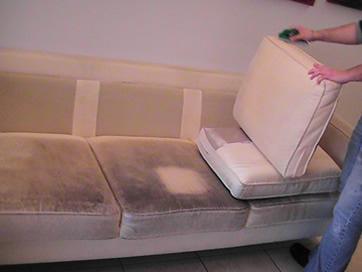 לפני תהליך ניקוי ספה